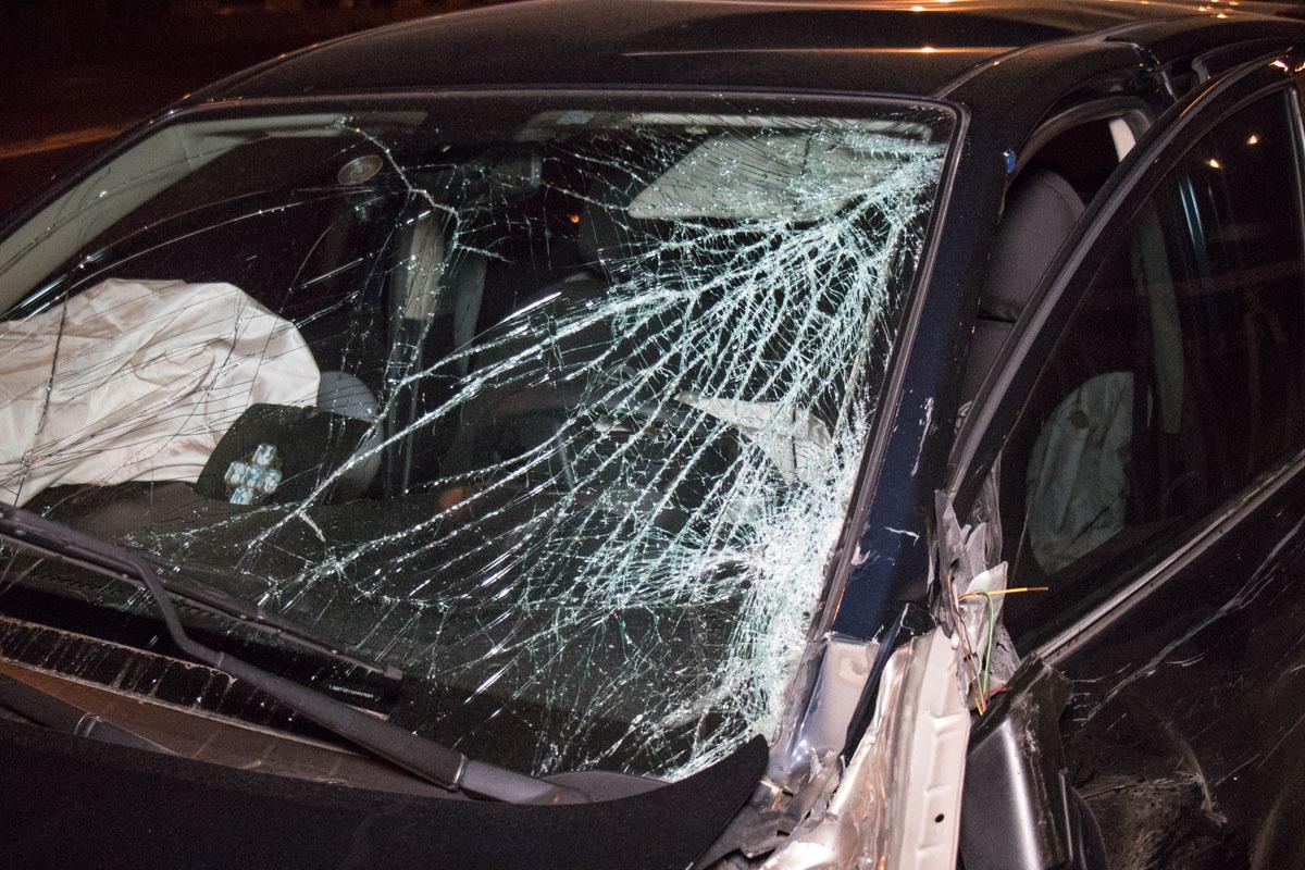 От удара оба автомобиля развернуло