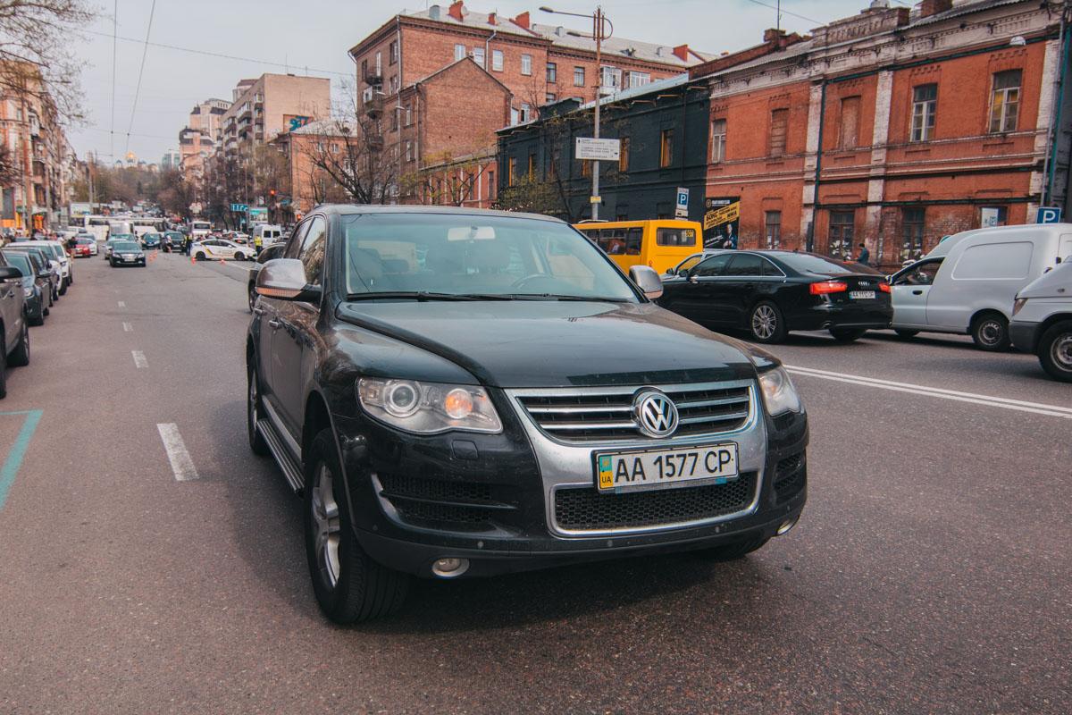 Audi несся на высокой скорости и по дороге задел еще и Volkswagen