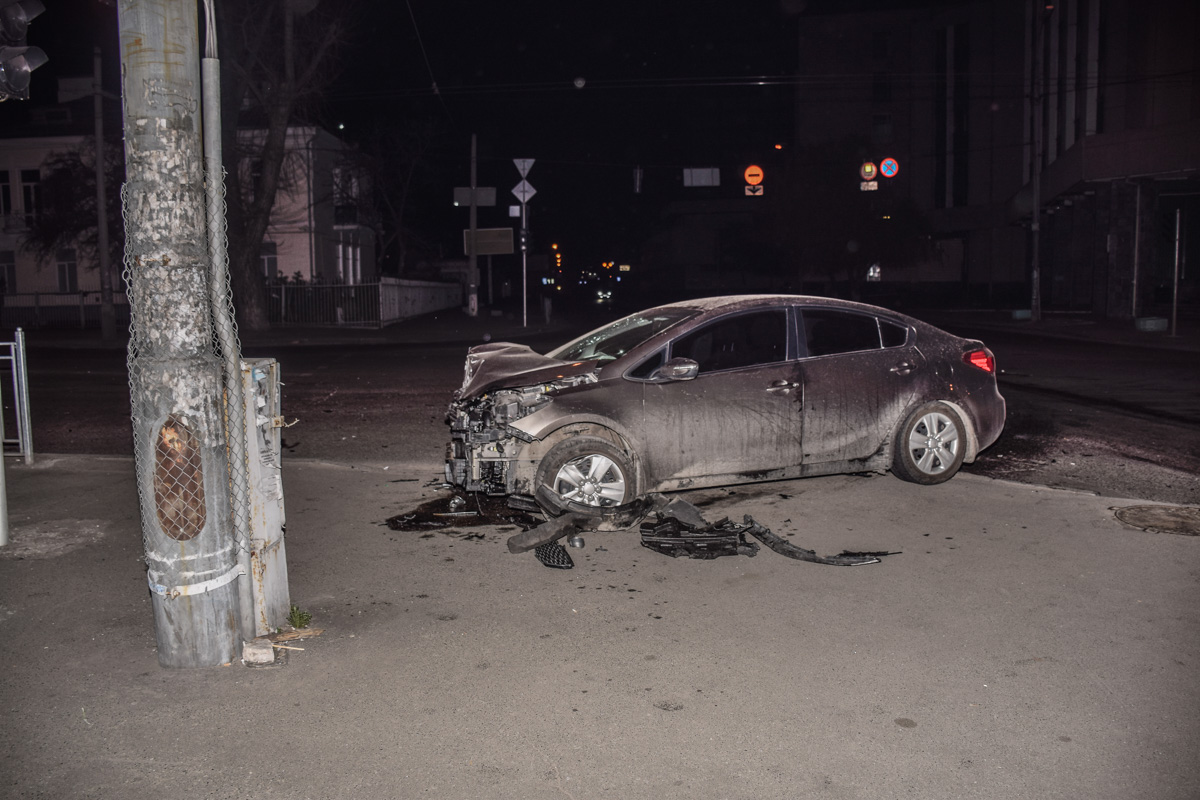 Hyundai Accent протаранил BMW