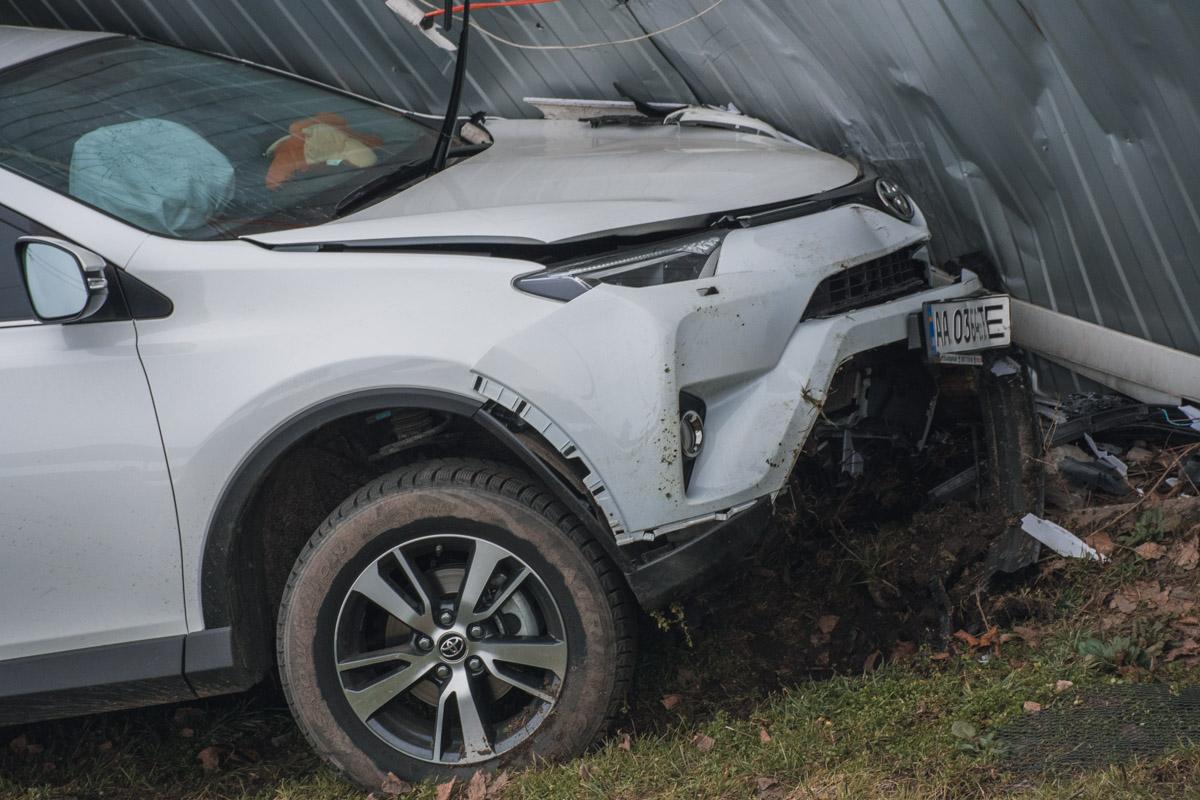Toyota RAV4 въехал в торговые точки