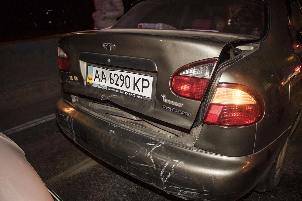 В Daewoo Lanos пострадал задний и передний бампер