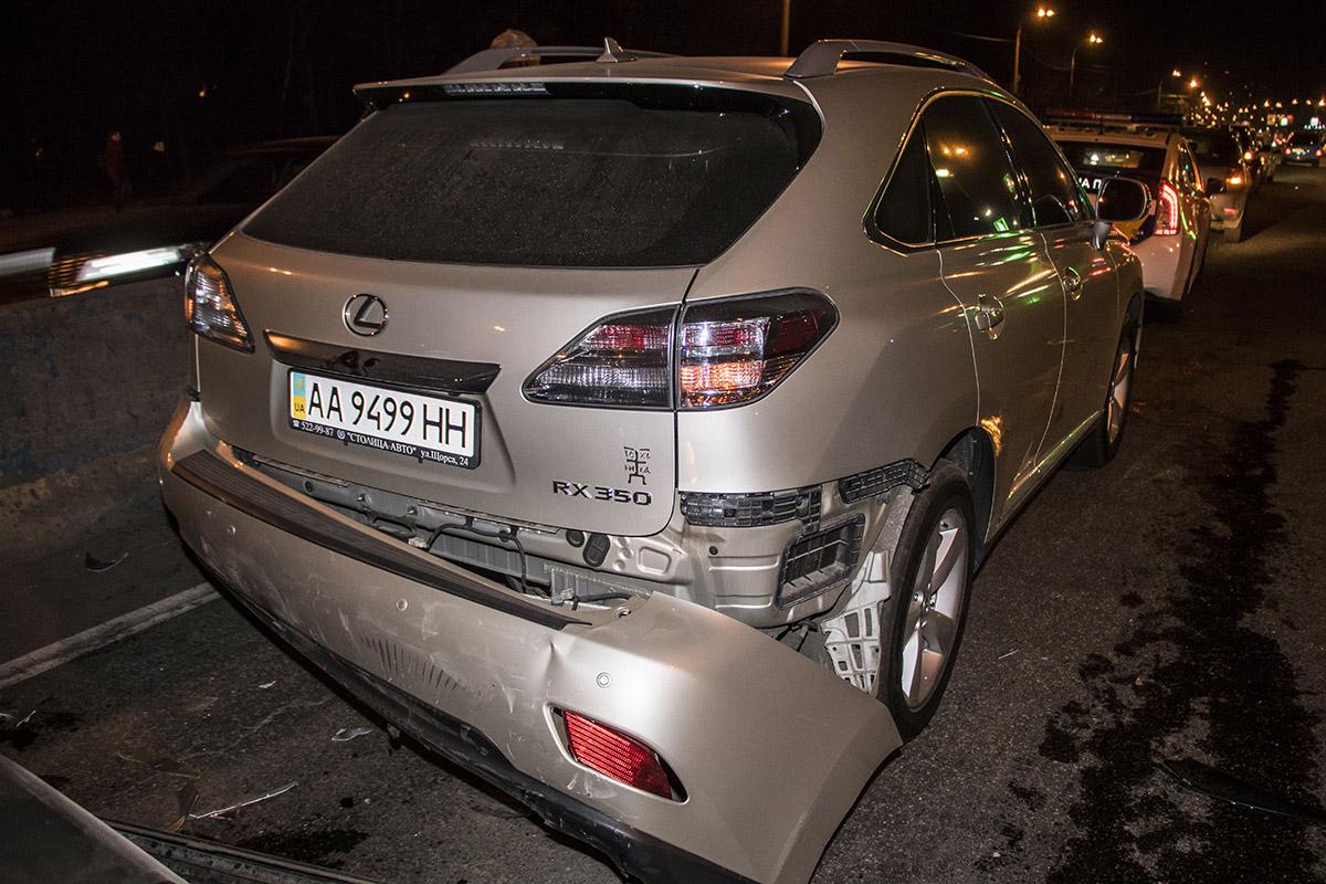 Авария произошла в третьем ряду на проспекте Палладина