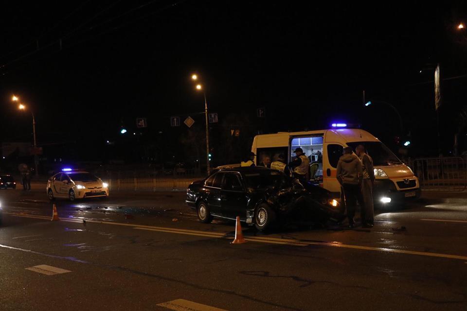На перекрестке бульвара Перова и проспекта Алишера Навои столкнулись BMW и MINI Cooper