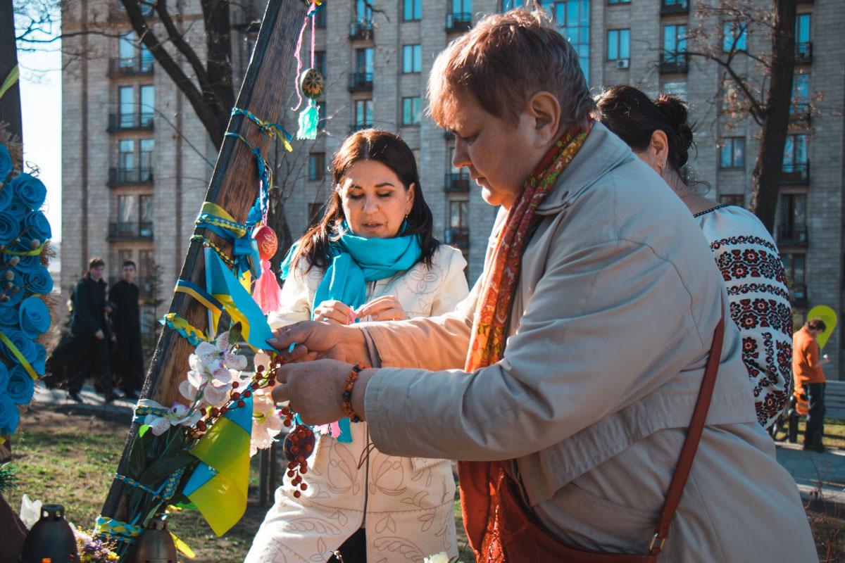 Почтить память погибших пришли родственники, активисты и простые горожане