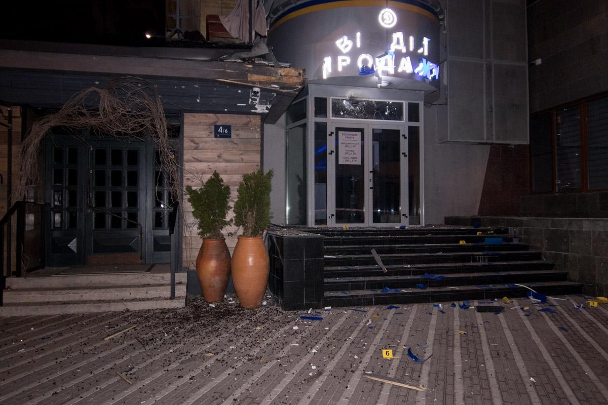 Неизвестный совершил выстрел по зданию Киевгорстроя из гранатомета