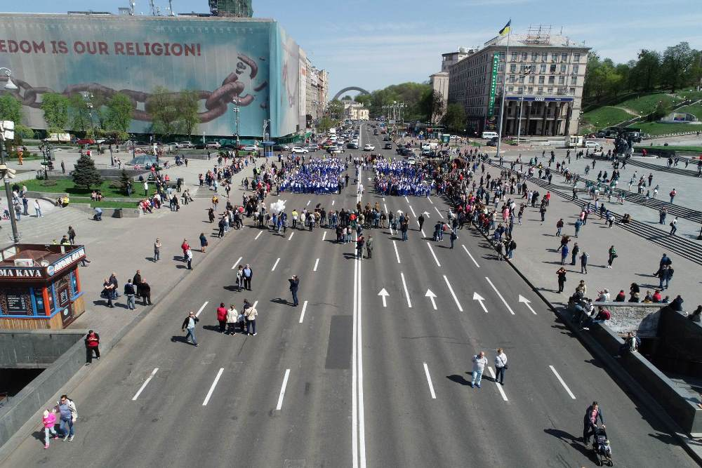 Парад стартовал в 12:00