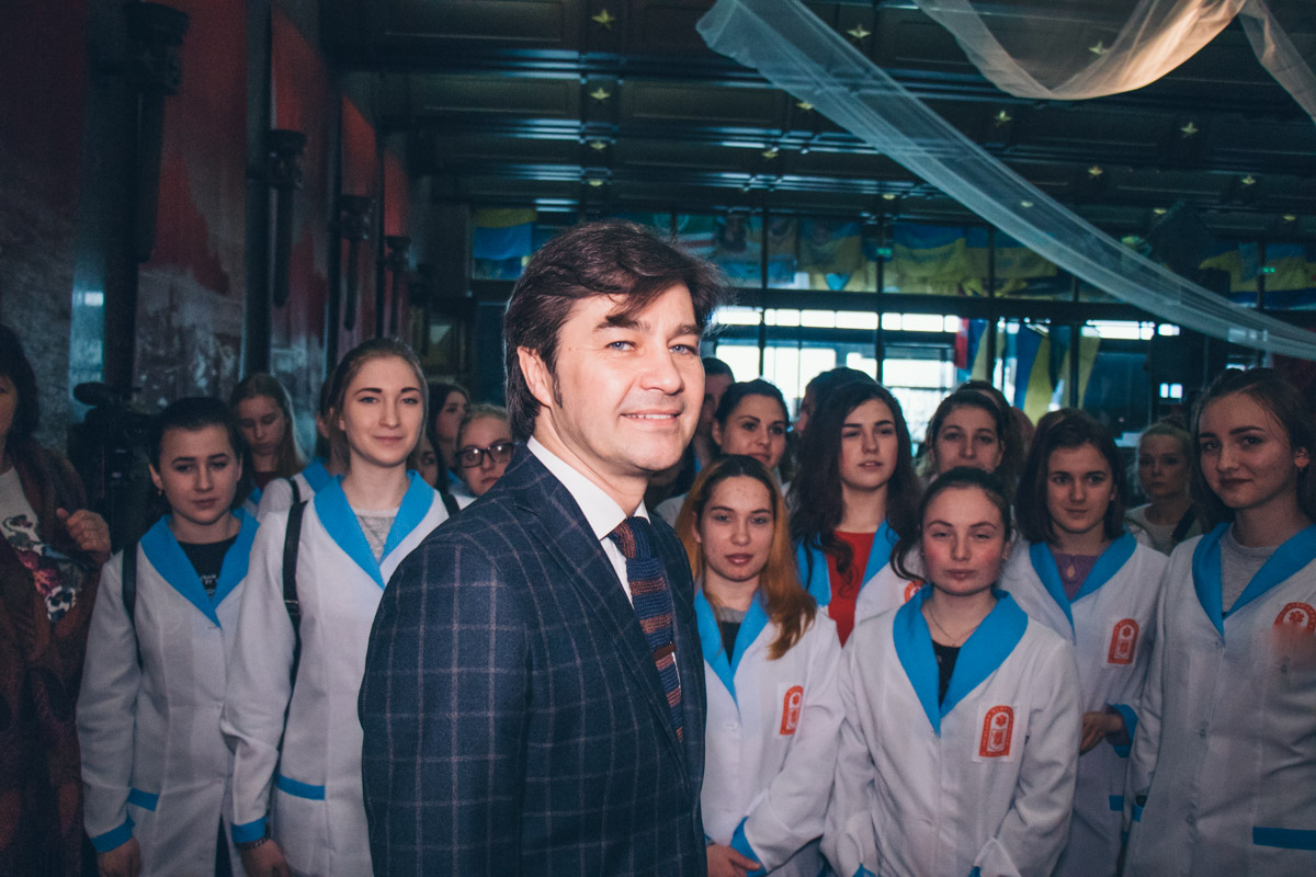 Министр культуры Евгений Нищук считает, что эта выставка сохранит важные моменты истории и покажет, как в Днепре ежедневно спасают бойцов