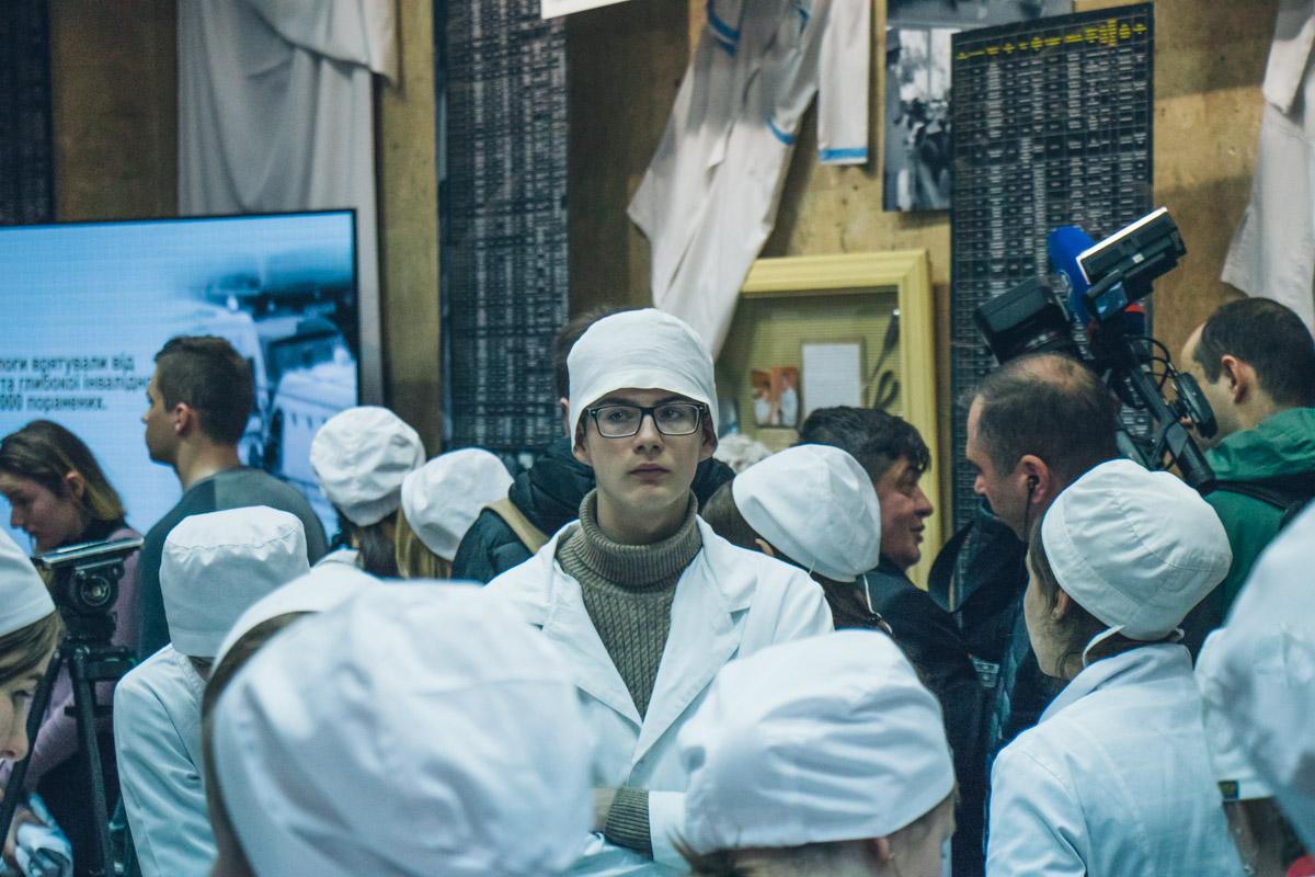 Будущие медики знакомятся с экспонатами выставки