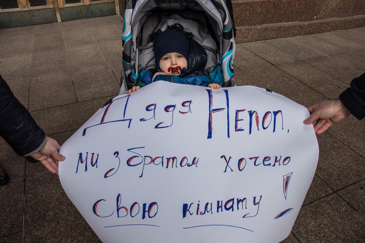 В Дарницком районе много детей, которым тяжело добираться в школу