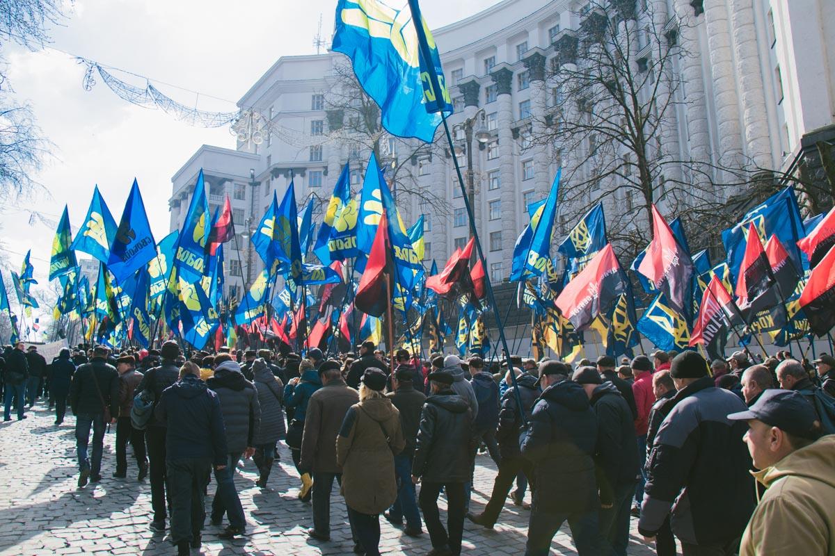 Митингующие подошли к Кабмину