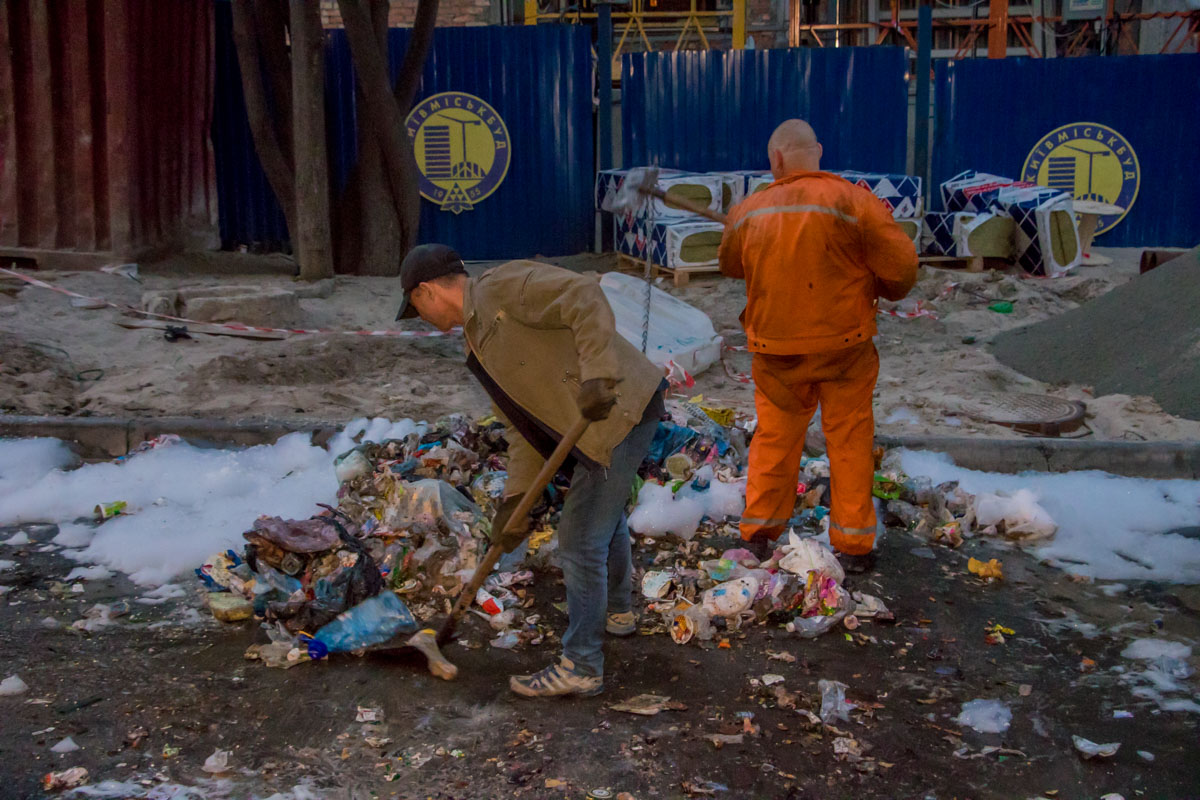 В мусорный бак кто-то выбросил взрывоопасные предметы