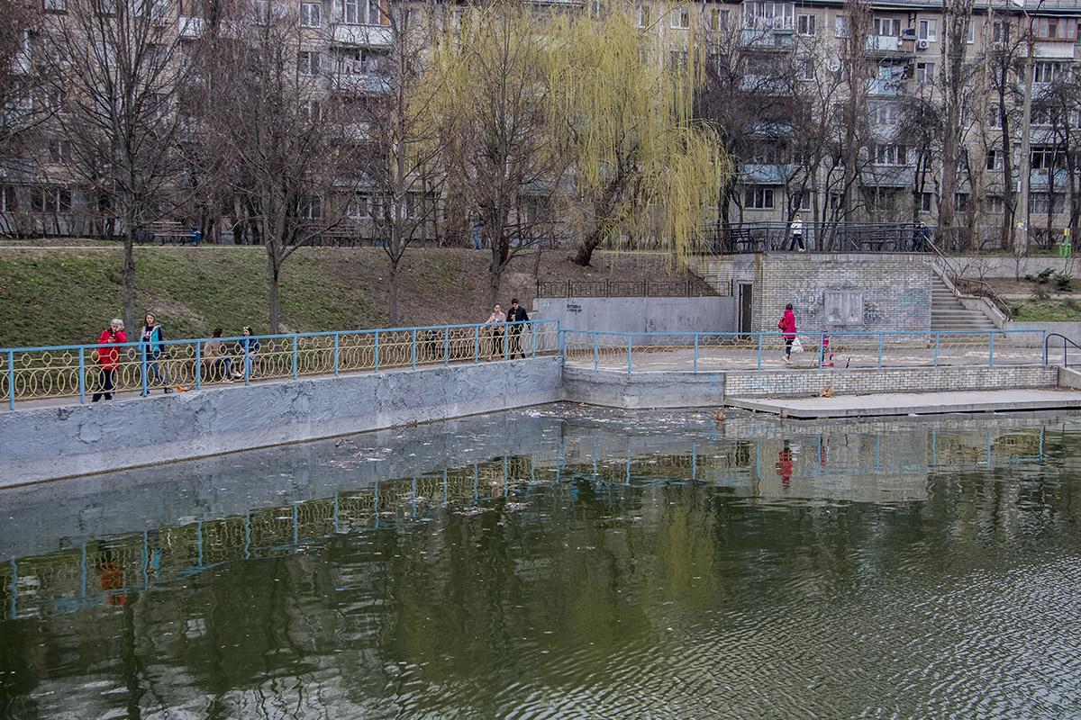 Жители крайне возмущены состоянием водоема, все списывают на несознательную молодежь