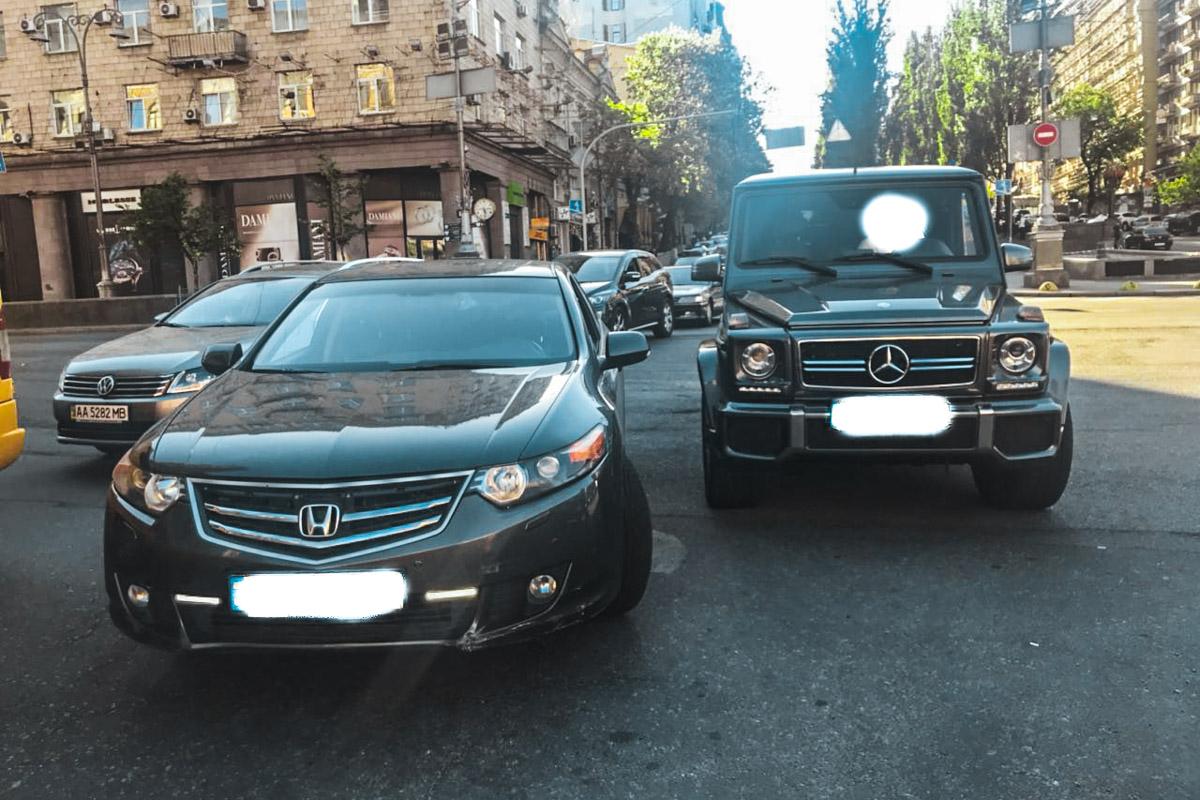 Honda Найема и Gelandewagen нападавших. Фото, предоставленное Информатору Мустафой Найемом