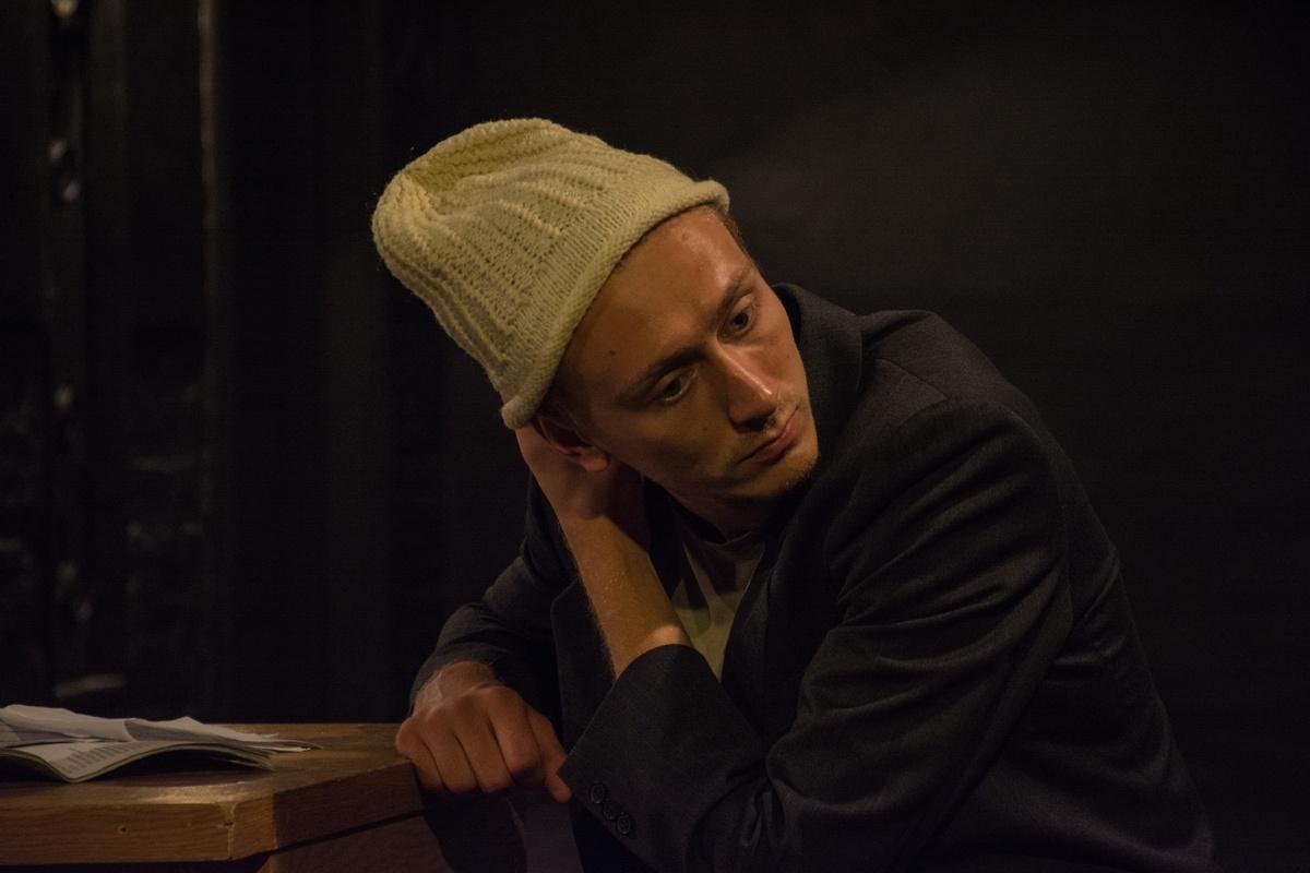 Пьеса «Порох» написана венгерским драматургом Дьердем Шпиро