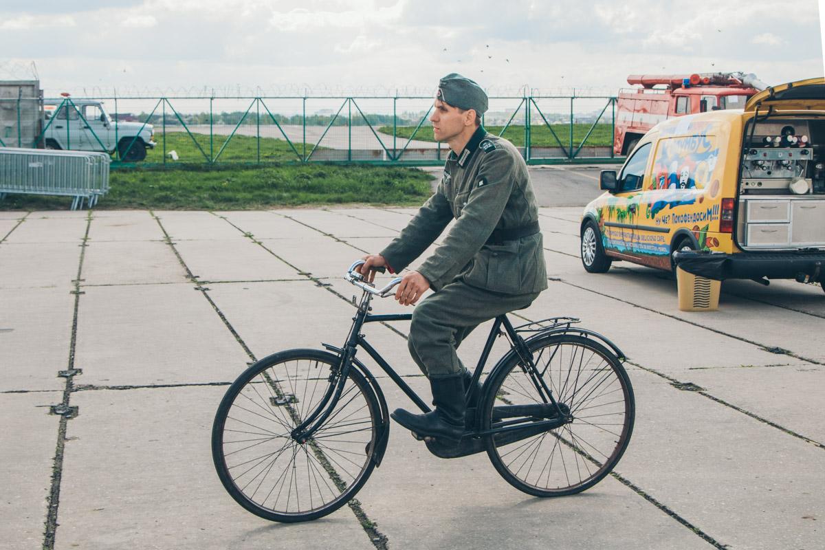 Главное, чтоб не сшибли с велосипеда