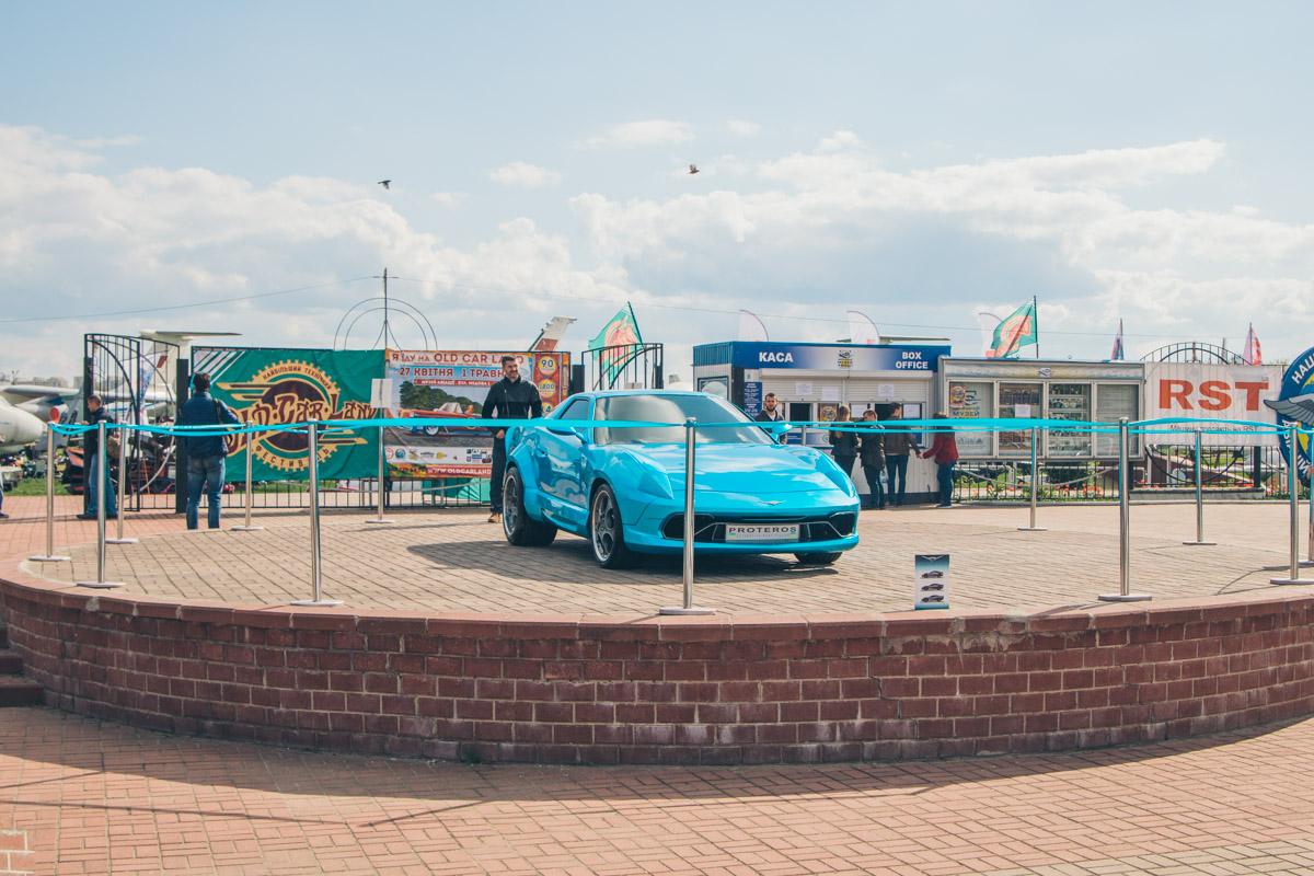 27 апреля на территории музея авиации открылась выставка-фестиваль Old Car Land
