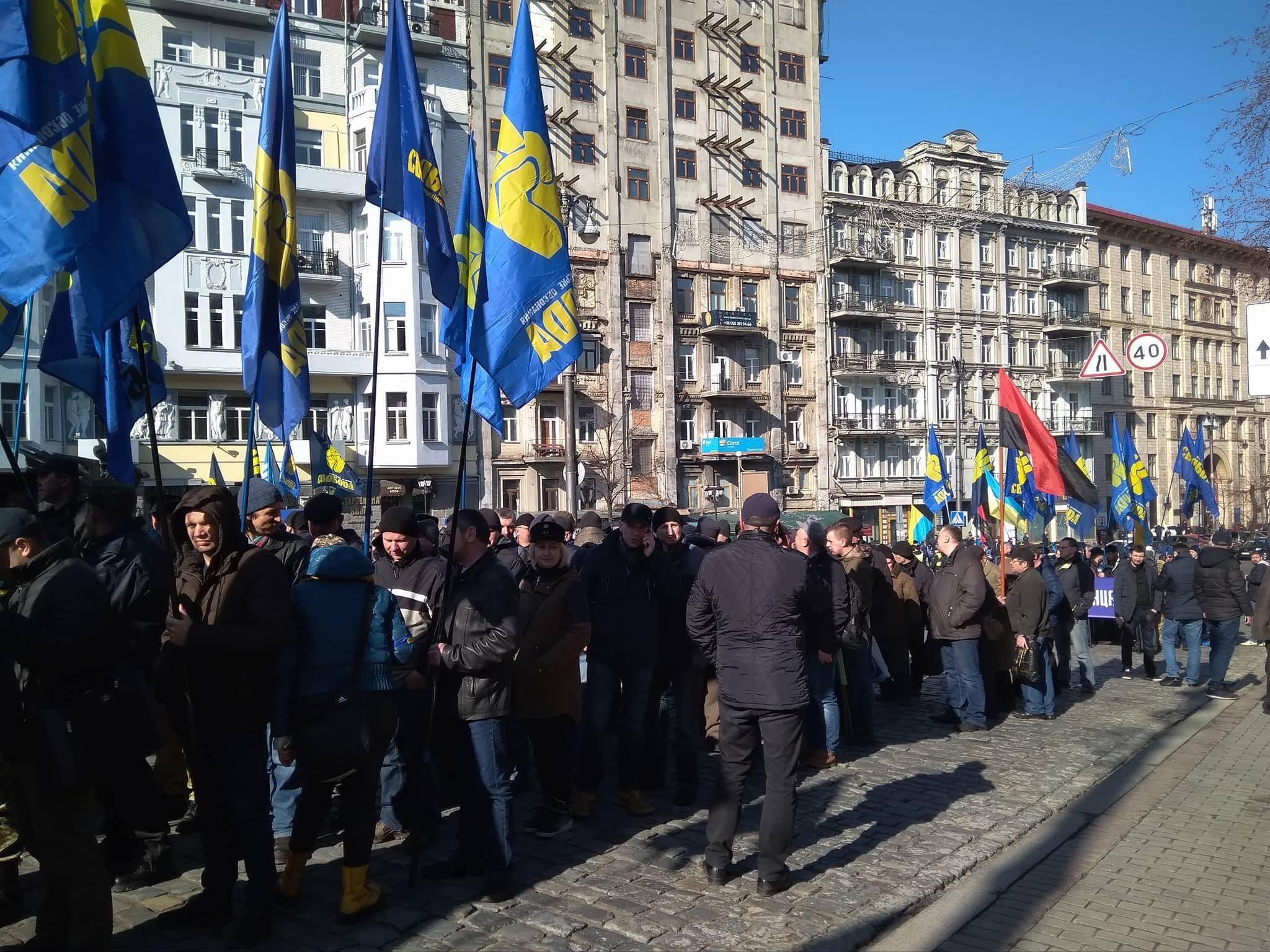 Митингующие против олигархов собрались на улице Грушевского