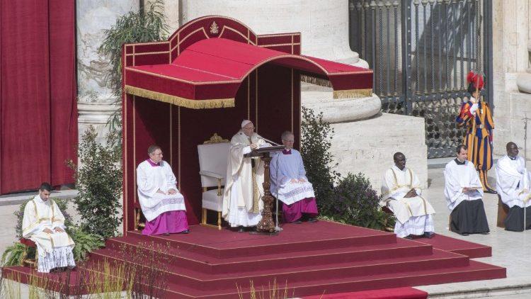 Папа Римский поздравил христиан сПасхой