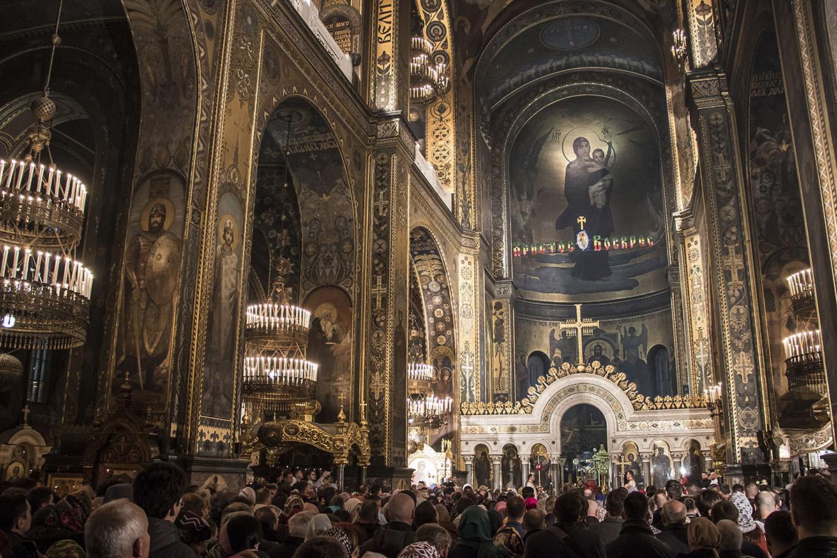 Во Владимирском соборе было много людей