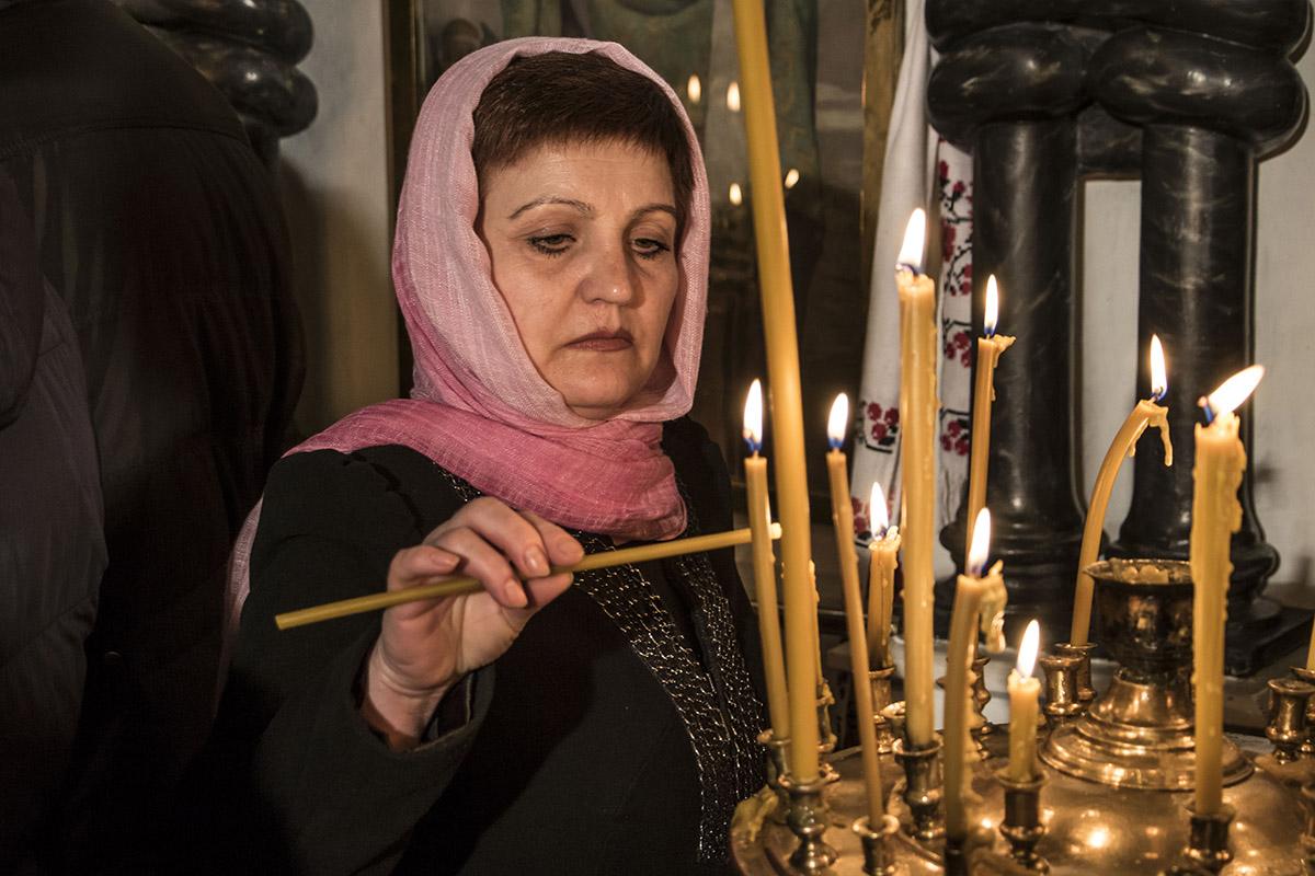 Женщины должны приходить в священные места в платке