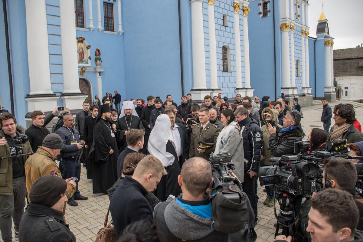 Филарет после освящения автомобилей военных пообщался с журналистами