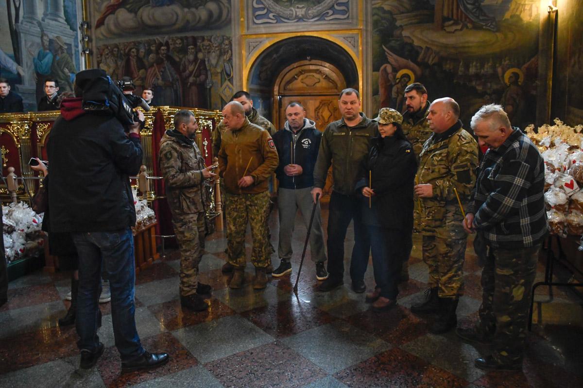 На церемонию пришли воины АТО