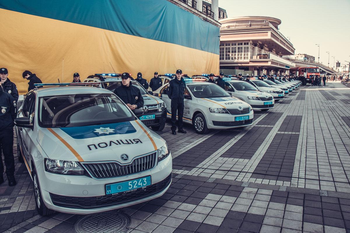 Полиция получила 102 новых транспортных средства: 70 автомобилейSkoda Rapid Active и 32 автомобиляRenault Duster