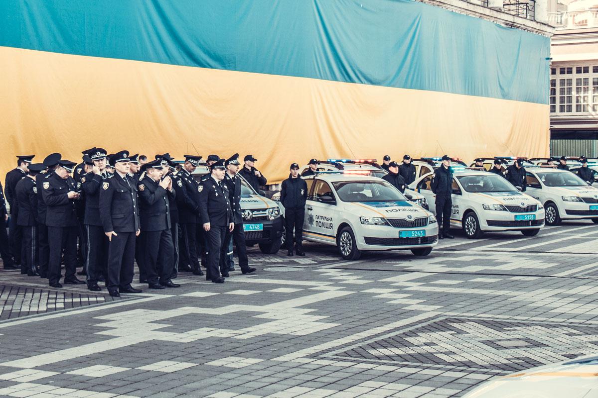 Руководство полиции 24 областей Украины на фоне нового транспорта