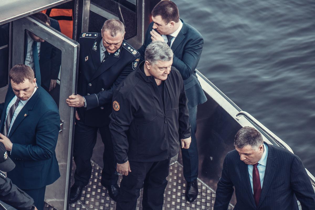 Президент с руководителями Нацполиции и МВД Украины проверяют новые катера