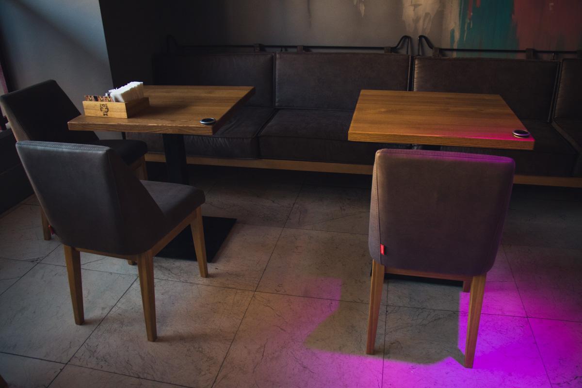 Деревянные столы под дуб