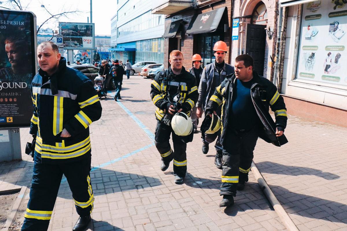 На улице Симона Петлюры, 22а в доме произошло задымление