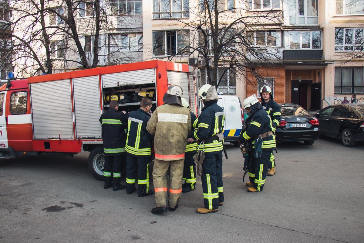 Сотрудники ГСЧС выясняют точную причину возгорания