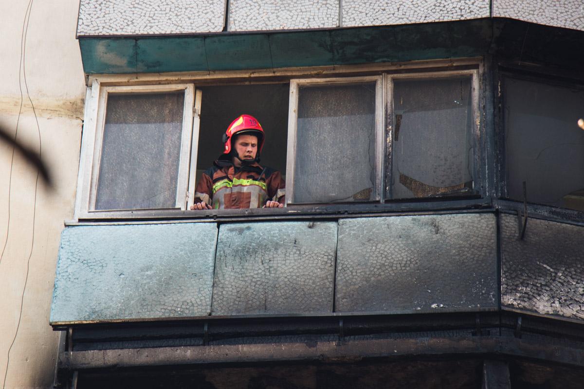 Огонь перекинулся на балконы двух соседних жилищ
