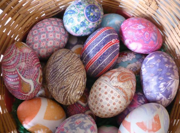 Яйцо получит цвет ткани и оригинальный окрас