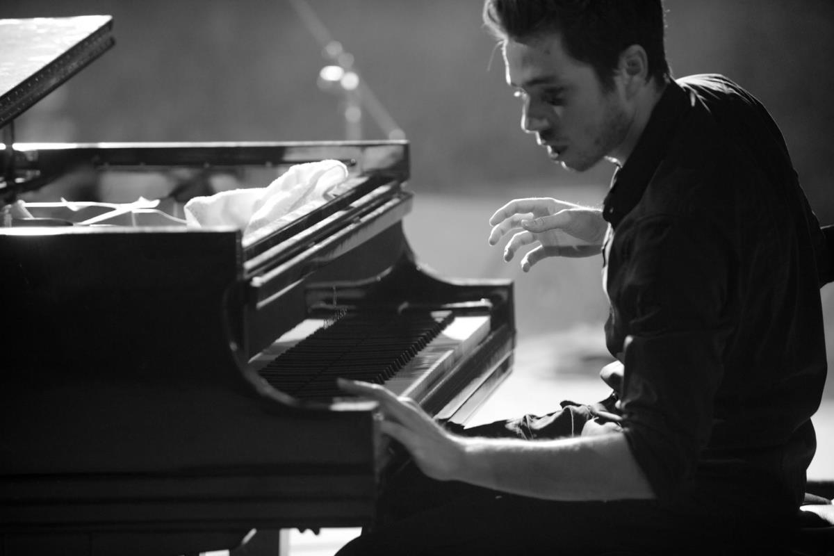 Основатель джаз-бенда, пианист Реми Паноссян