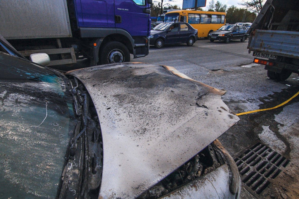 Машина загорелась около 14:15