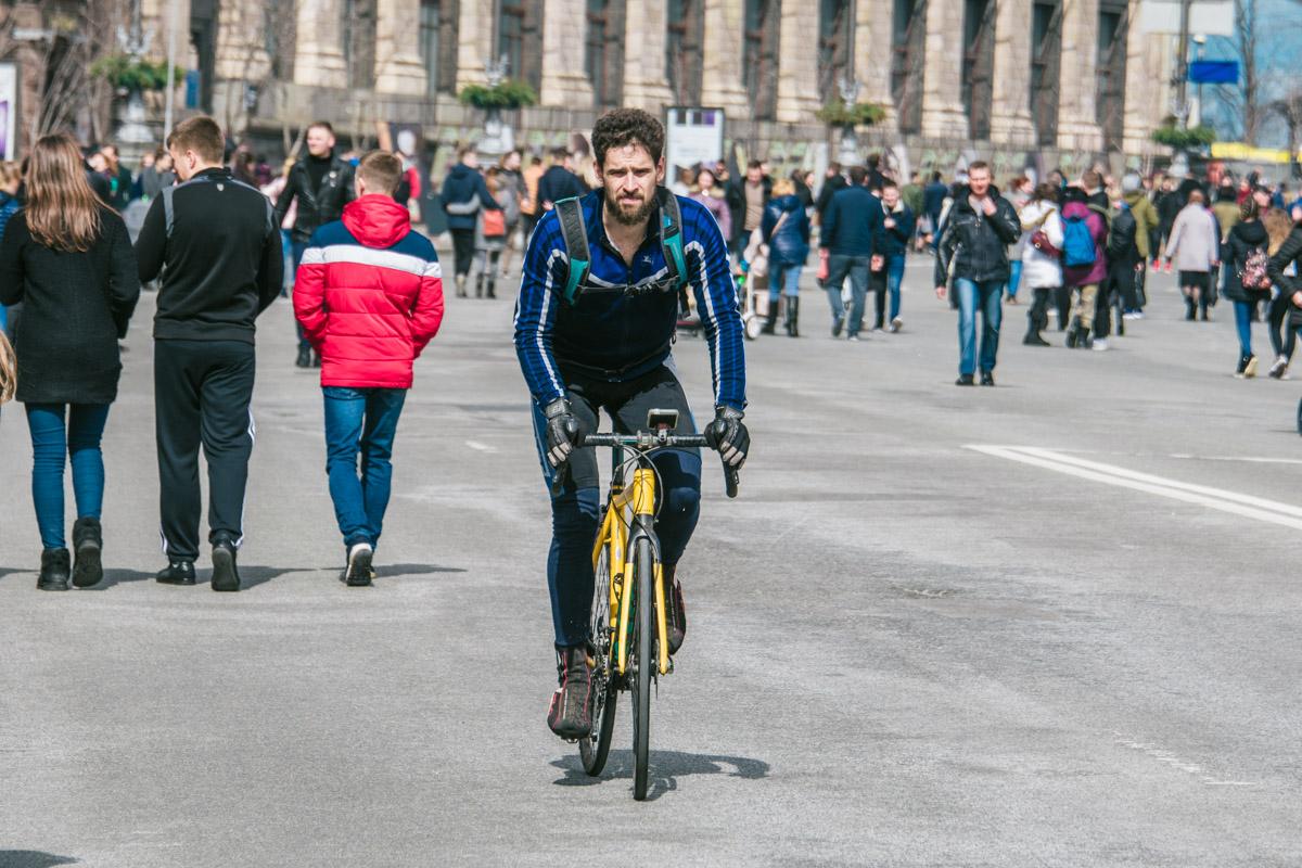 На улицы города выехали спортсмены