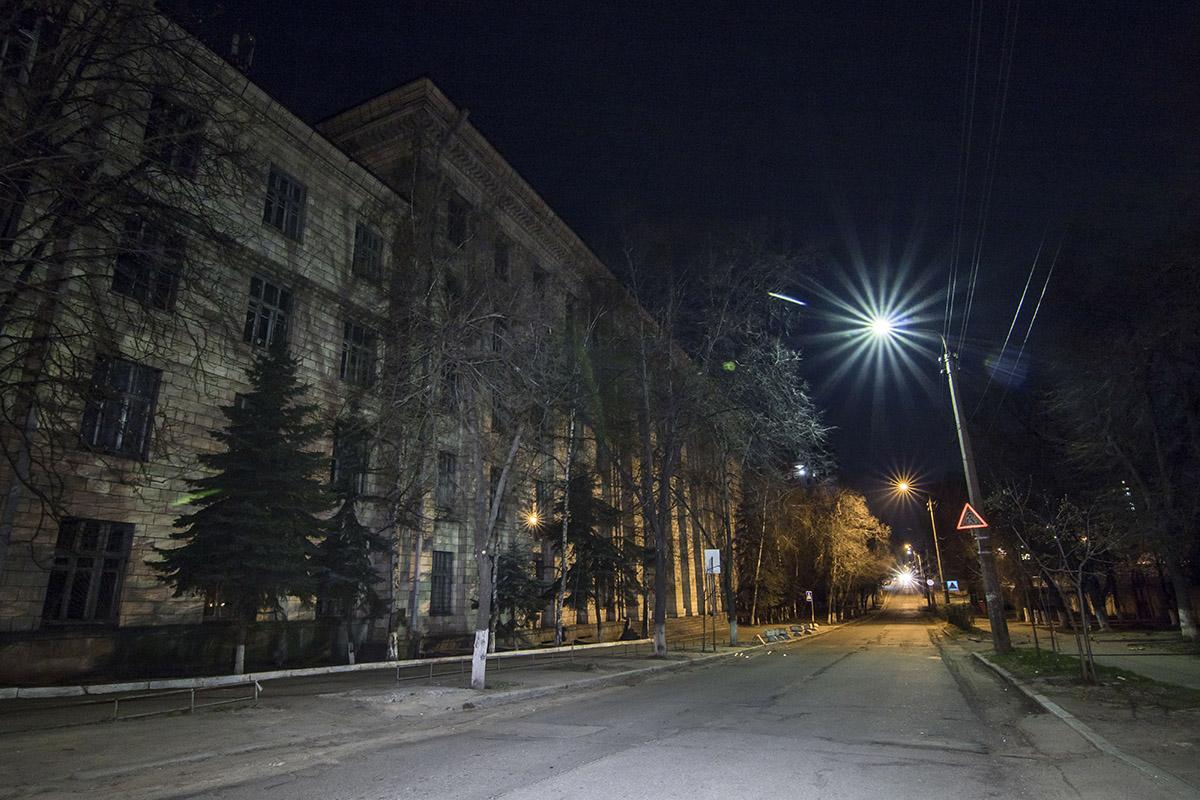 На улицах тишина и нет ни души