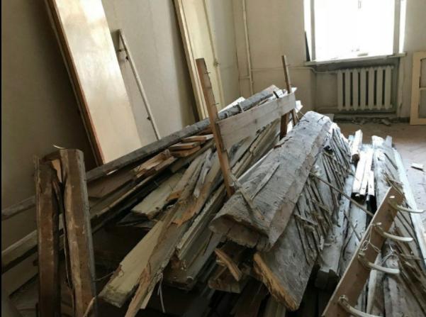 На фото около 100 килограмм древесины