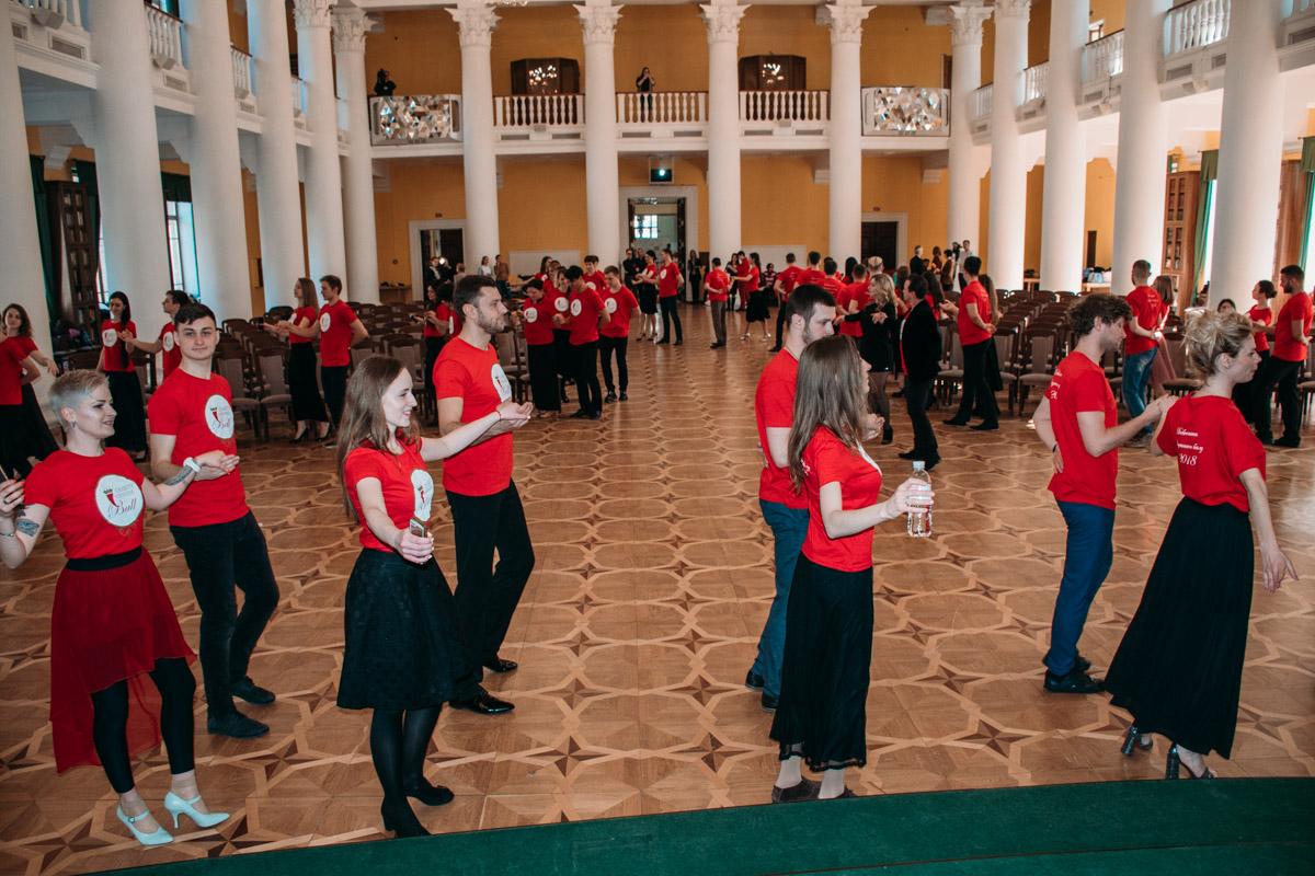 Участники бала репетируют танцы уже больше месяца