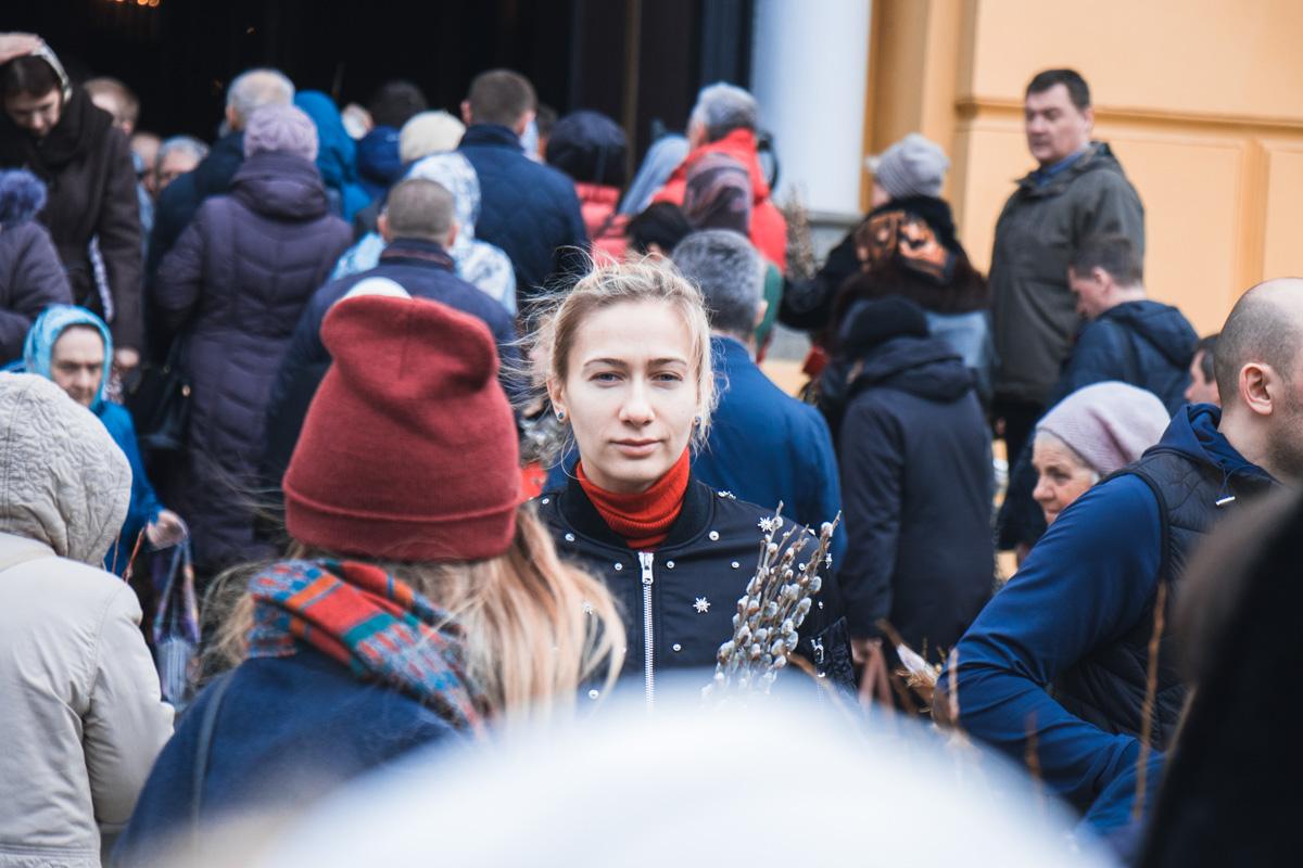 Прихожане Владимирского кафедрального собора во время утренней службы