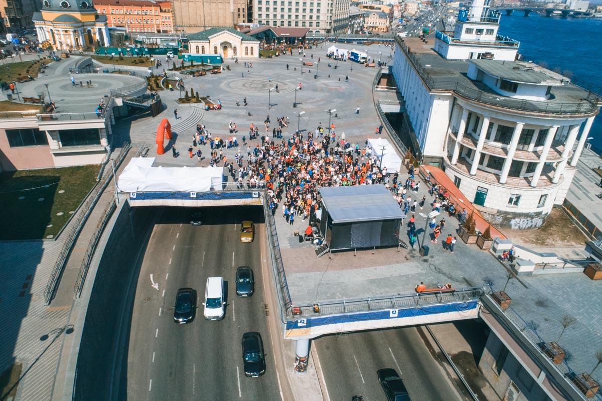 Участники стартовали с Почтовой площади
