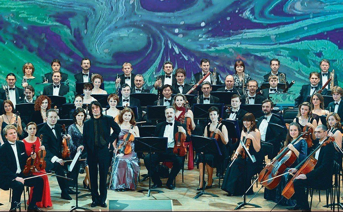 Художественный руководитель и главный дирижер - Валерий Матюхин