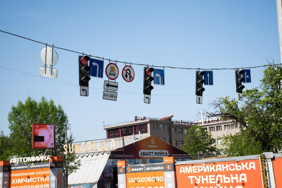 С Набережно-Крещатицкой левый поворот на улицу Хоривую, будет регулироваться светофором