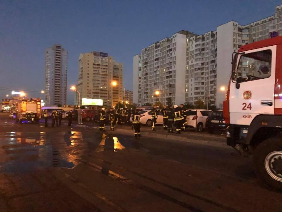 Инцидент случился около 4:00 в Дарницком районе столицы по адресу: улица Григоренко , 36