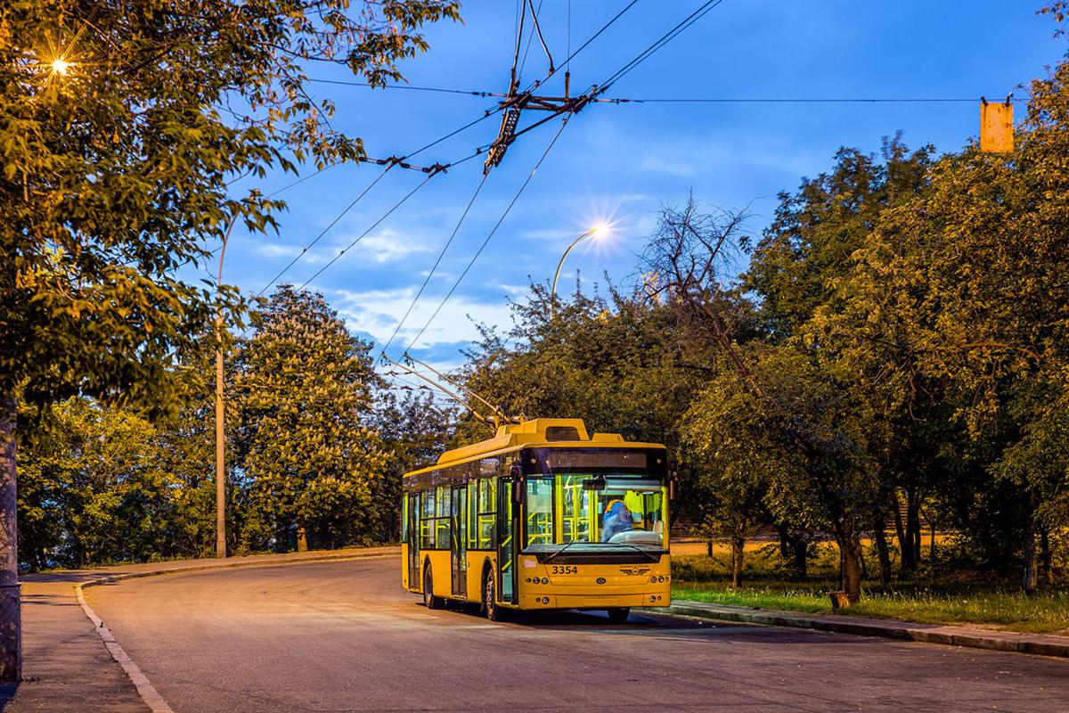 Ориентирование на общественный транспорт к 2013 году повлекло за собой снижение объема производства легковых автомобилей почти в два раза
