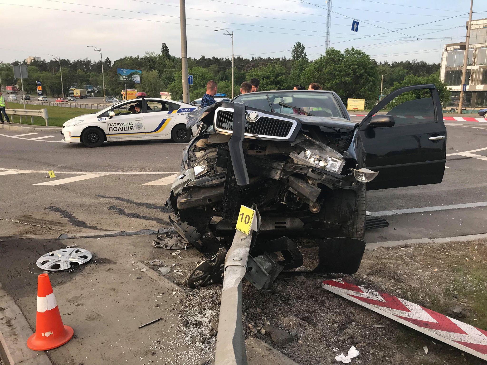 Водителю автомобиля Scoda Octavia не удалось избежать столкновения