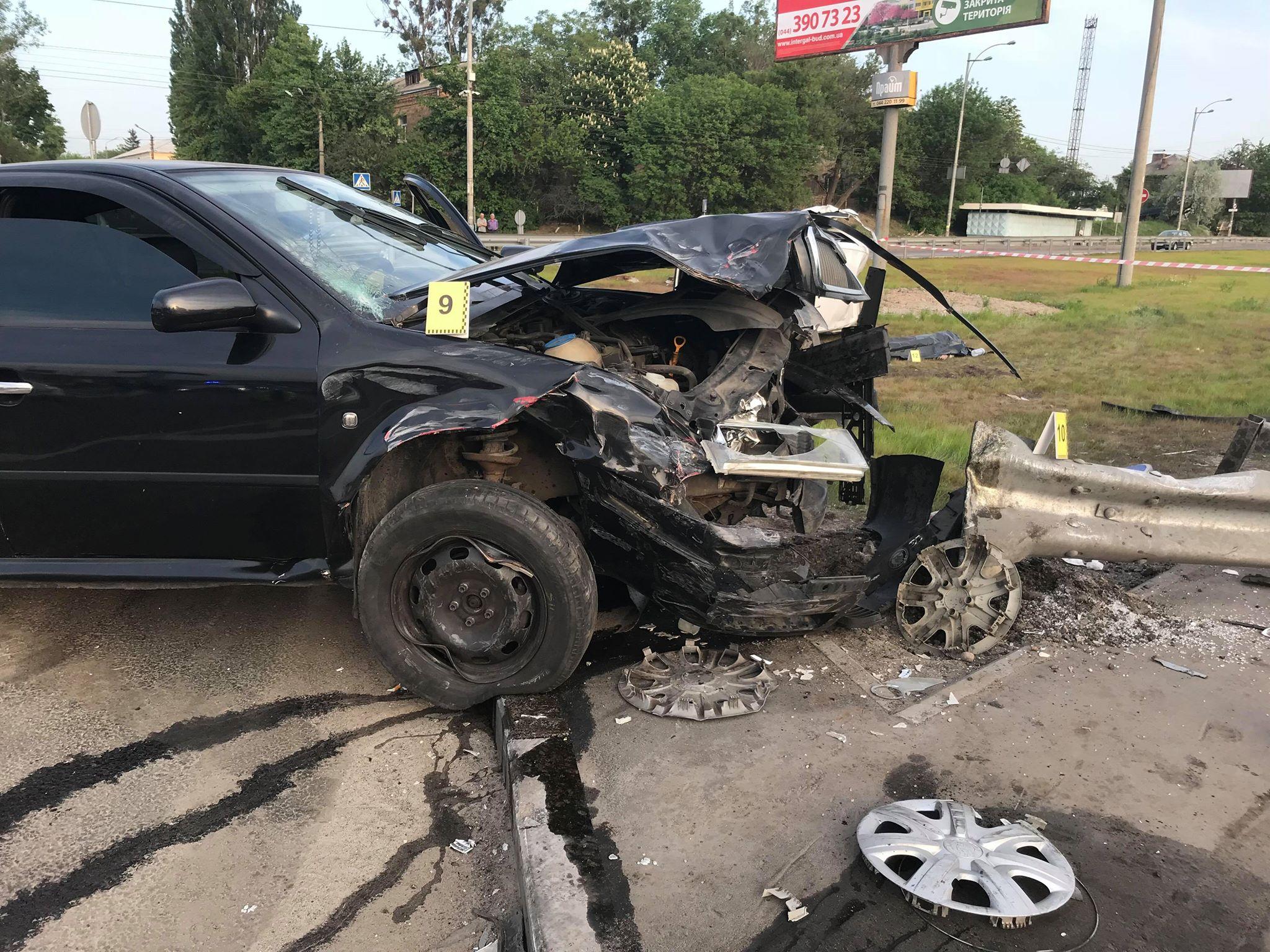 В автомобиле Scoda Octavia сильно пострадала передняя часть кузова