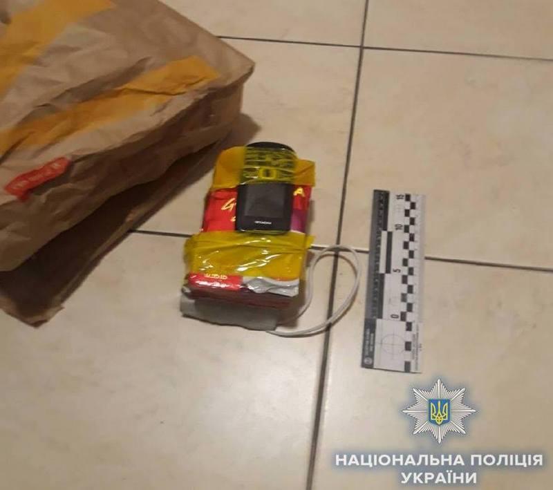 Ложную «бомбу» сделали из двух упаковок из-под кофе, мобильного телефона и проводов.