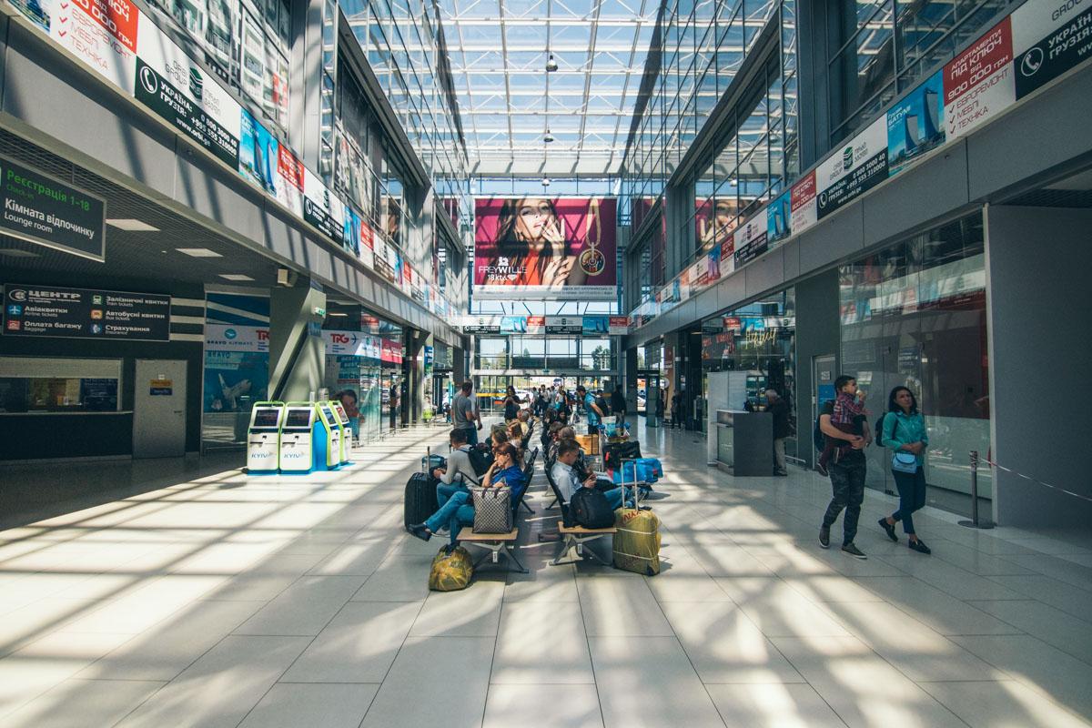 Благодаря достройке новых помещений мощности терминала возрастут в 1,5 раза. Это значит, что аэропорт сможет обслуживать на вылет порядка 4 миллионов пассажиров в год